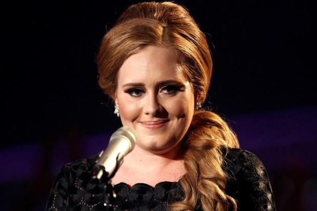 'Someone Like You', da Adele, é eleita a música mais popular do ano em karaokês  Matt Sayles/AP