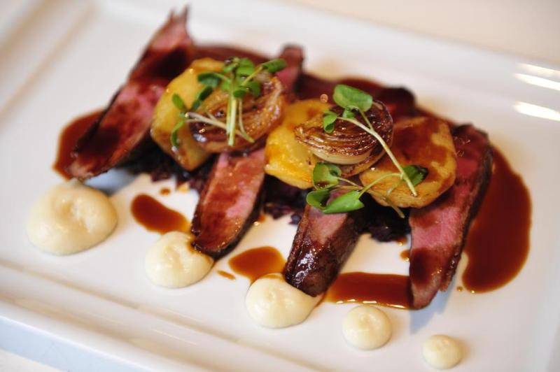 Os chefs procuram trabalhar o cardápio do restaurante com tapas e combinações de pratos.:imagem 7