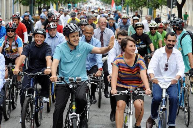 Novo prefeito de Curitiba, Gustavo Fruet vai à posse de bicicleta Everson Bressan/Prefeitura de Curitiba,Divulgação