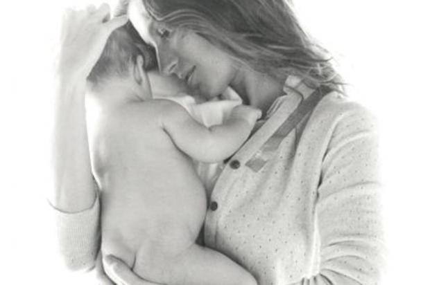 Gisele Bndchen posta foto com filho Facebook/Reproduo
