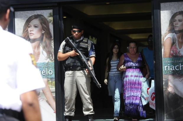 Brigada Militar cerca shopping Praia de Belas aps assalto a joalheria em Porto Alegre Ronaldo Bernardi/Agencia RBS