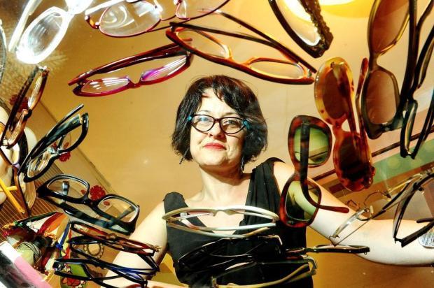 fdb9f3f749a9d O que há por trás da paixão em usar óculos de grau  Jean Schwarz
