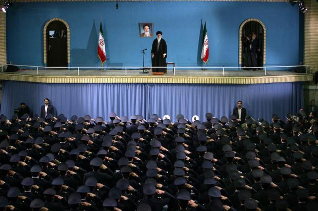 Líder supremo do Irã rejeita negociação sobre programa nuclear HO / IRANIAN SUPREME LEADER'S WEBSITE/AFP PHOTO
