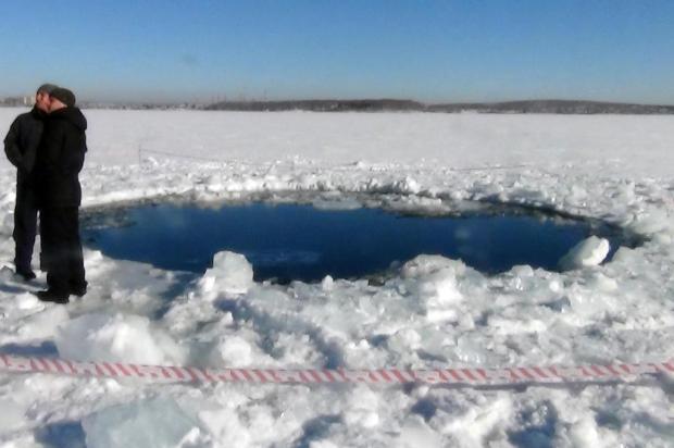 Número de feridos em queda de meteorito já se aproxima de mil Departamento de Polícia de Chelyabinks/AFP