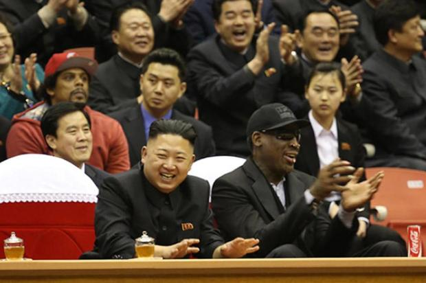Ex-astro da NBA assiste a jogo do Harlem Globetrotters ao lado de Kim Jong-un na Coreia do Norte Jason Mojica/AFP PHOTO / VICE Media