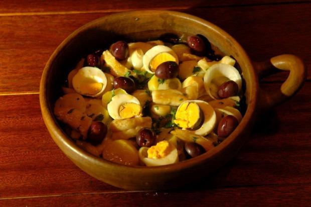 Aprenda a fazer um bacalhau à Gomes de Sá, prato tradicional português Júlio Cordeiro/Agencia RBS