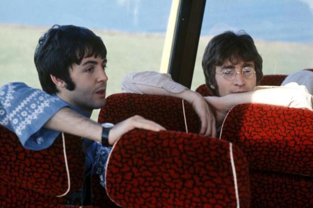 Carta escrita por John Lennon a Paul e Linda McCartney irá a leilão Divulgação/