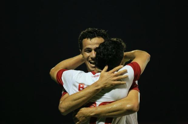 Com gols de Caio e D'Alessandro, Inter vence o Esportivo por 2 a 0 Diego Vara/Agência RBS