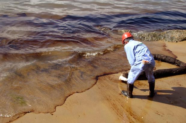 Praias de SP são atingidas por vazamento de óleo da Petrobrás REGINALDO PUPO/ESTADÃO CONTEÚDO