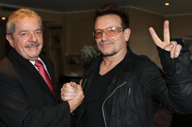 """Lula e Bono discutem """"Bolsa Família Mundial"""" Ricardo Stuckert/Divulgação"""