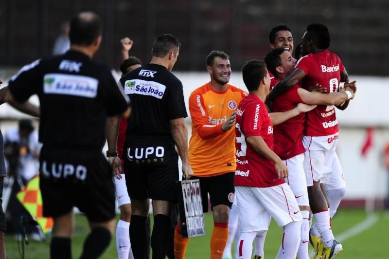 O gol do Inter surgiu de aos 25 minutos:imagem 7