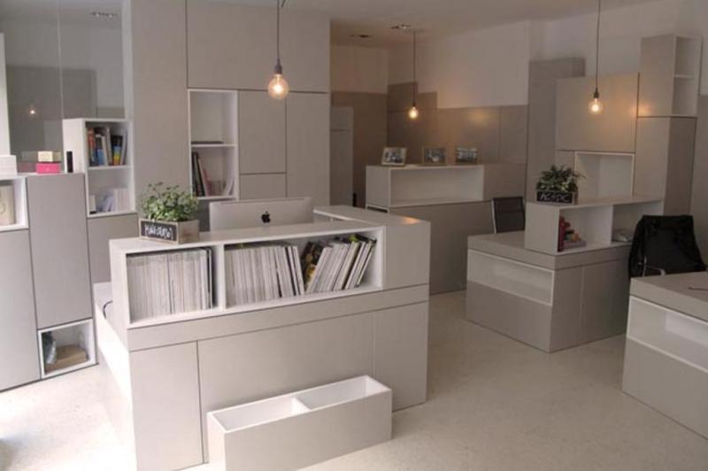 A correspondência das cores claras do piso e do mobiliário responde à demanda por uma atmosfera serena:imagem 8