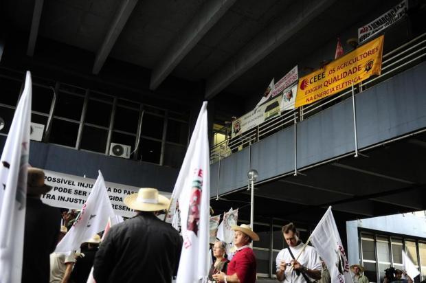 Após um dia em vigília, produtores rurais deixam Centro Administrativo estadual Tadeu Vilani/Agencia RBS