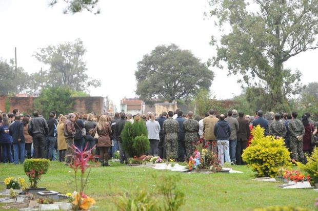 Vítima do incêndio na boate Kiss é enterrada em Santa Maria Claudio Vaz/Agência RBS