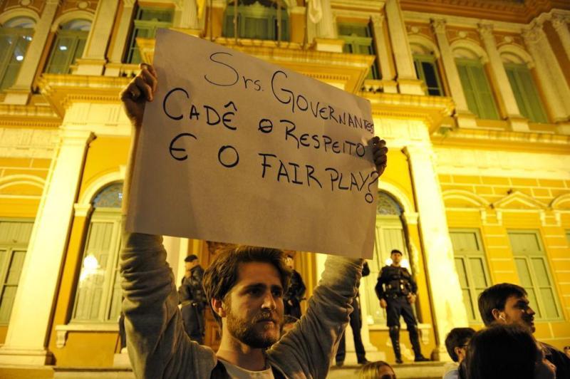 Por meio de cartazes, pessoas mandam recados aos governantes:imagem 26