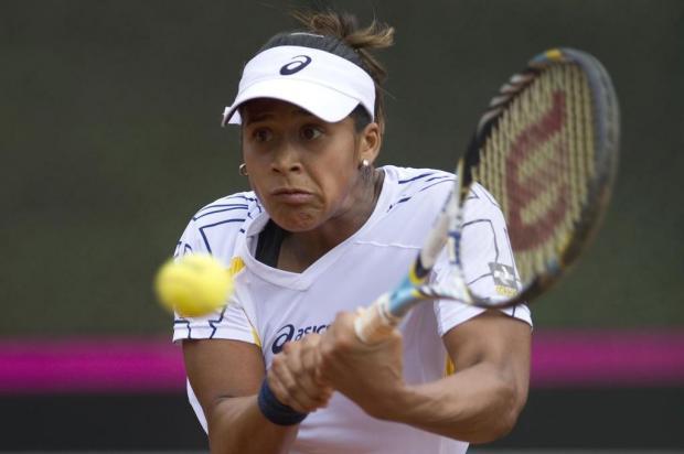 Após insucesso na França, Teliana Pereira vence no quali de Wimbledon AFP PHOTO/Raul ARBOLEDAPHOTO/Raul ARBOLEDA/AFP