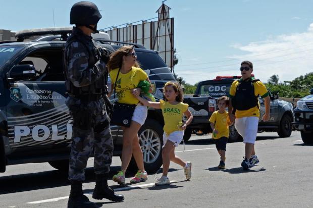 Antes do confronto entre Brasil e México, cenário é de guerra ao redor do Castelão Vanderlei Almeida/AFP