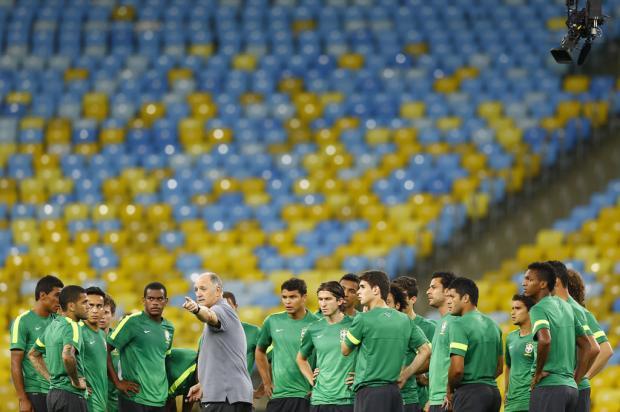 """Felipão confirma time contra a Espanha: """"Se vou com três zagueiros, me matam"""" Lauro Alves/"""