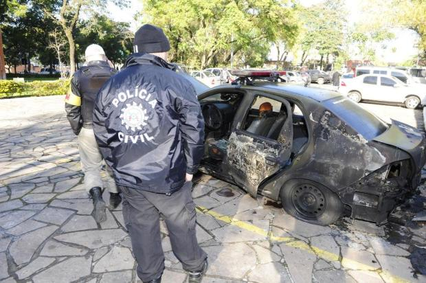 Objeto inflamável teria sido jogado pelo lado de fora da Secretaria de Segurança Ronaldo Bernardi/Agencia RBS