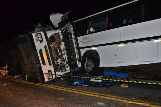 Acidente entre ônibus e carreta deixa oito mortos no norte do Rio Grande do Sul Rogério Machado/Especial