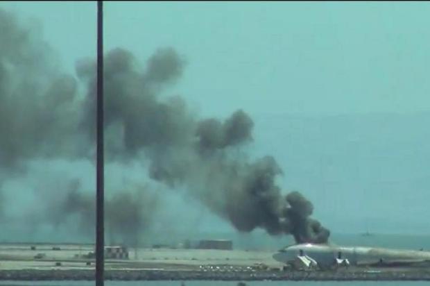Avião sofre acidente e pega fogo durante aterrissagem em San Francisco, nos EUA Reprodução/Youtube