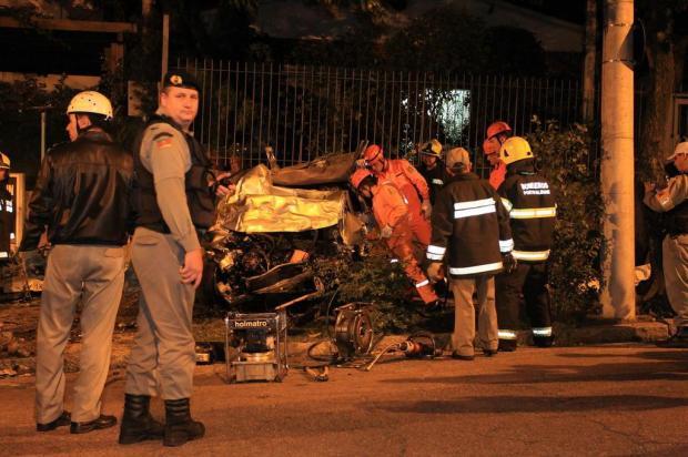 Carro bate em muro e deixa quatro mortos no bairro Moinhos de Vento, em Porto Alegre Dani Barcellos/Especial