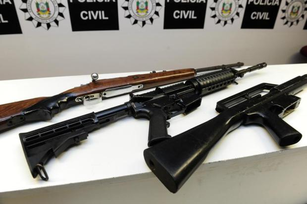 Polícia apreende três fuzis na zona leste de Porto Alegre Ronaldo Bernardi/Agencia RBS