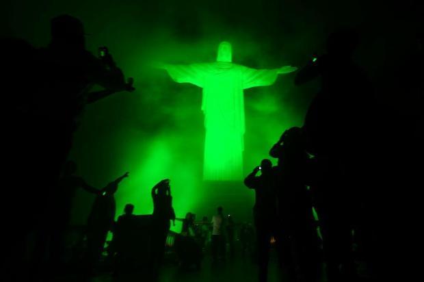 Jovens chegam de todas as partes do mundo e lotam Copacabana antes da JMJ  Christopho Simon/AFP