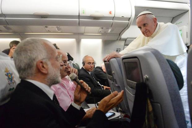 Papa surpreende com declaração sobre homossexualidade Luca Zennaro/AFP POOL