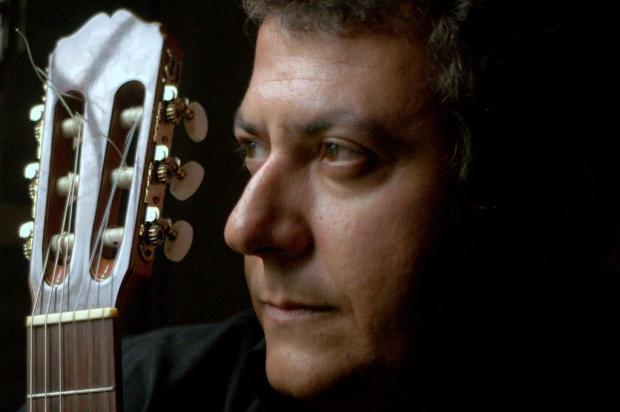 O poeta e compositor Rodrigo Garcia Lopes lança novo álbum Elisabete Ghislen/Divulgação