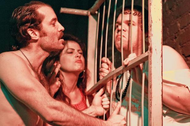 """Montagem de """"Navalha na Carne"""" fica em cartaz em Porto Alegre até fim de agosto Julian Eilert/Divulgação"""