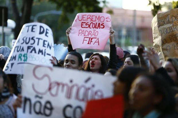 Estudantes e professores protestam por melhorias na educação em Porto Alegre Félix Zucco/Agencia RBS