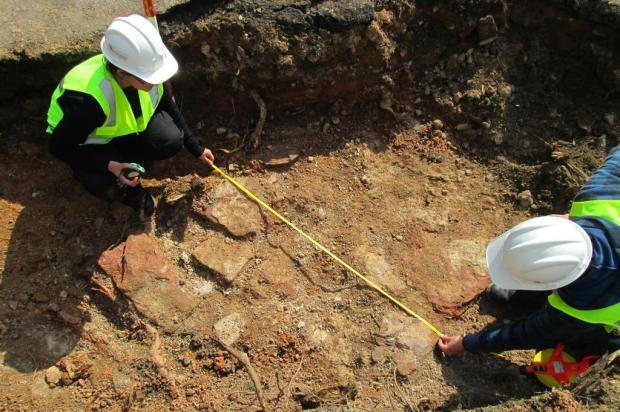 Estruturas da Casa de Correção aparecem em obra no centro na Capital Terra Brasilis Arqueologia/Divulgação