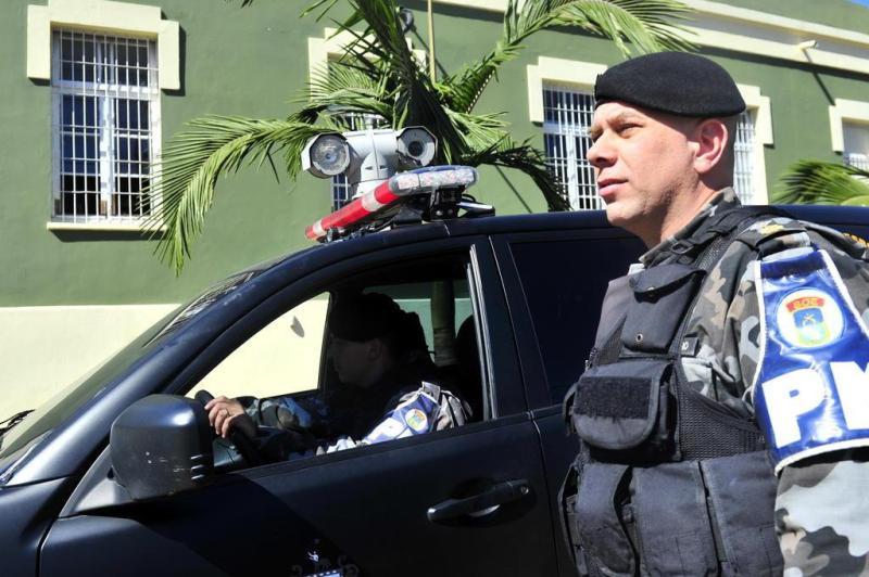 As imagens das câmeras são automaticamente gravadas em uma espécie de caixa preta, que tem sistema de rastreamento por GPS, que permite identificar a localização da viatura:imagem 7