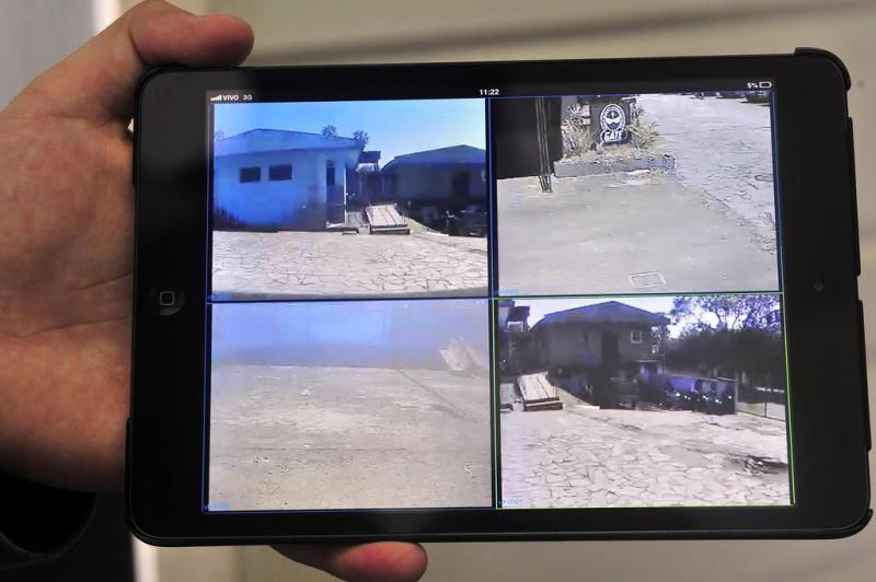 Imagens das quatro câmeras são visualizadas no computador de bordo e em equipamentos externos, como tablets e celulares, por meio da internet:imagem 4