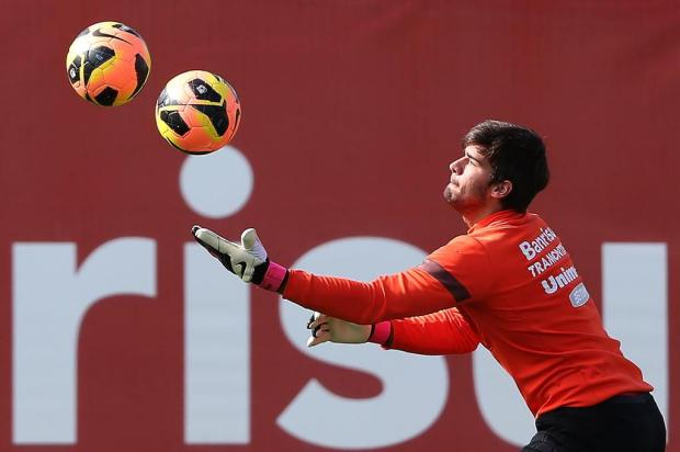 Pancada no abdômen tira Muriel do jogo contra o Salgueiro e Alisson será titular Diego Vara/Agencia RBS
