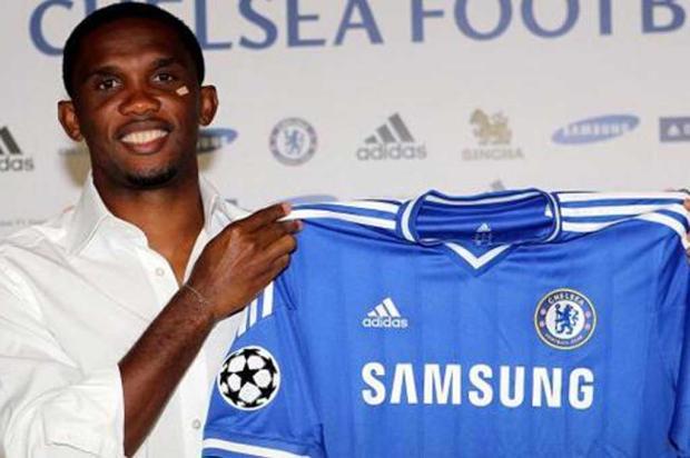 Chelsea anuncia a contratação do camaronês Samuel Eto'o Twitter/Reprodução/