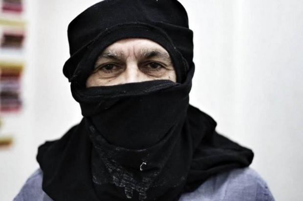 Caetano Veloso tem encontro com o grupo Mídia Ninja e tira foto mascarado Facebook/Reprodução