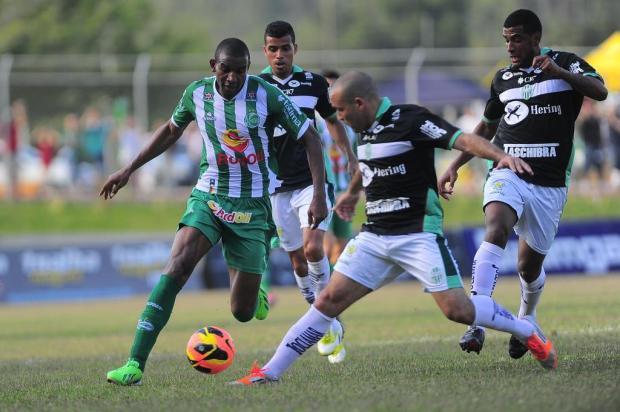 Juventude empata em 2 a 2 com o Metropolitano em Blumenau e fica em vantagem pelo acesso Porthus Junior/Agencia RBS