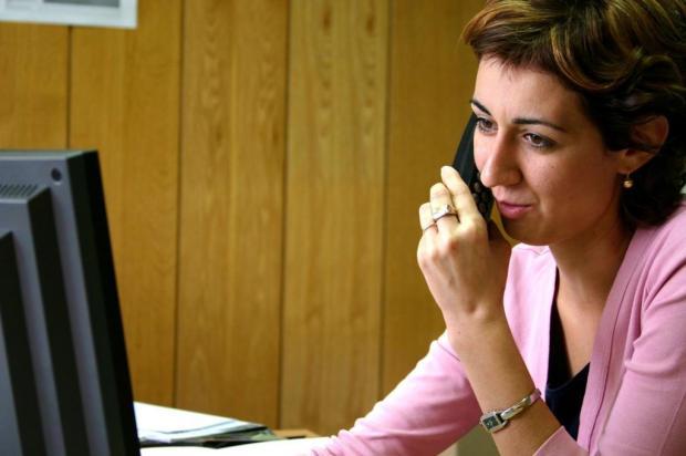 Postura inadequada no trabalho é uma das principais causas de dor na coluna Boris Peterka/Stock.xchng