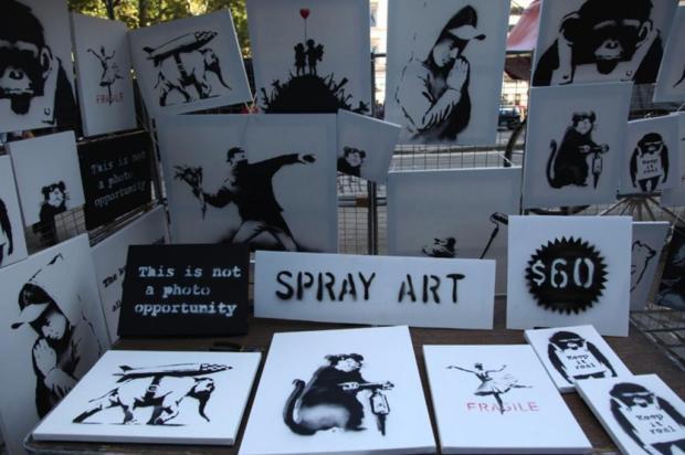 Grafiteiro Banksy vende obras por 60 dólares no Central Park, em Nova York Banksy/Reprodução