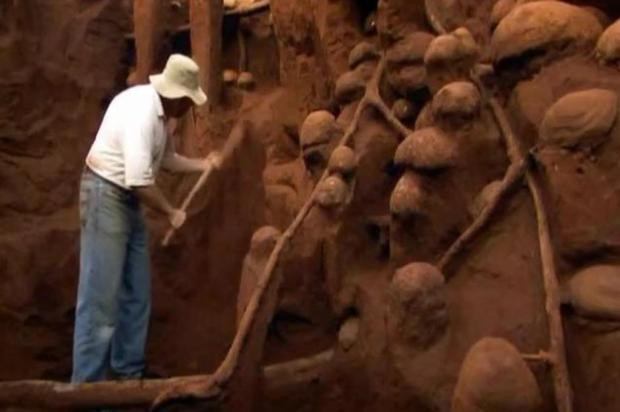 Biólogos enchem formigueiro com cimento e descobrem arquitetura impressionante Reprodução/Youtube