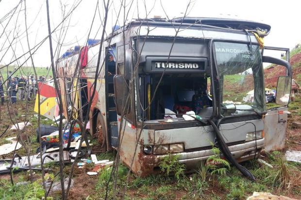 Queda de ônibus deixa pelo menos quatro mortos em Passo Fundo Fernanda da Costa/Agência RBS