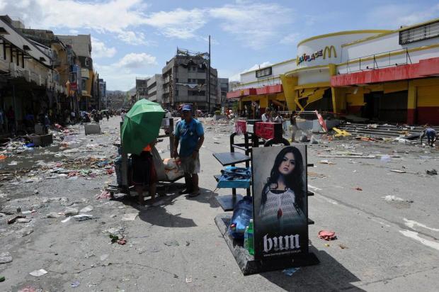Dez mil pessoas podem ter morrido nas Filipinas por tufão Haiyan  Ted Aljibe/AFP