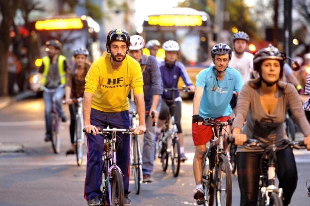 Ciclistas realizam bicicletada contra mudança no Plano Cicloviário da Capital Carlos Macedo/Agencia RBS