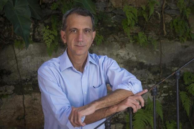 Biógrafo de Allan Kardec faz sessão de autógrafo e bate-papo na Feira Record/Divulgação