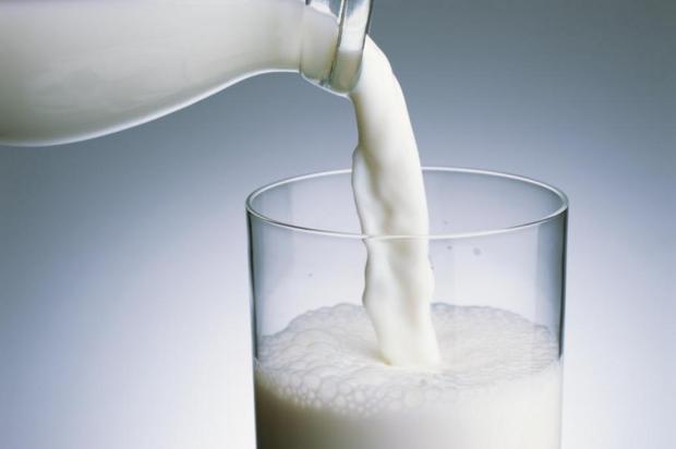 Beber mais leite na adolescência não diminui o risco de fratura no quadril, aponta pesquisa Photo Rack/Divulgação