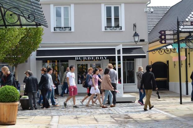 Vai a Paris? Veja dicas de outlets para comprar peças de grifes por menos xx/La Vallée Village,reprodução