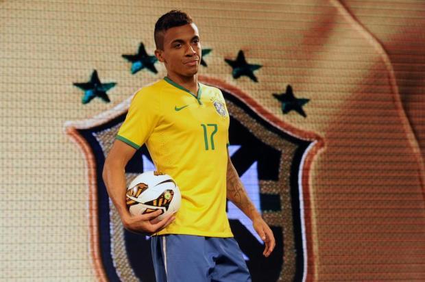 Seleção Brasileira apresenta camisa que será usada na Copa do Mundo de 2014 Tasso Marcelo/AFP