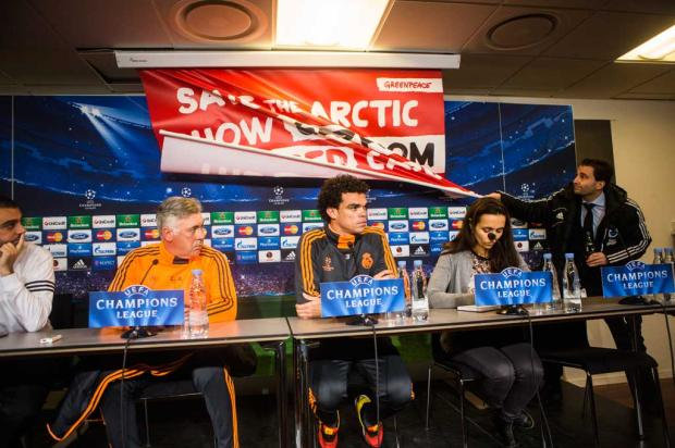 Greenpeace interrompe coletiva do Real Madrid na Dinamarca NIKOLAI LINARES / SCANPIX DENMARK / AFP/